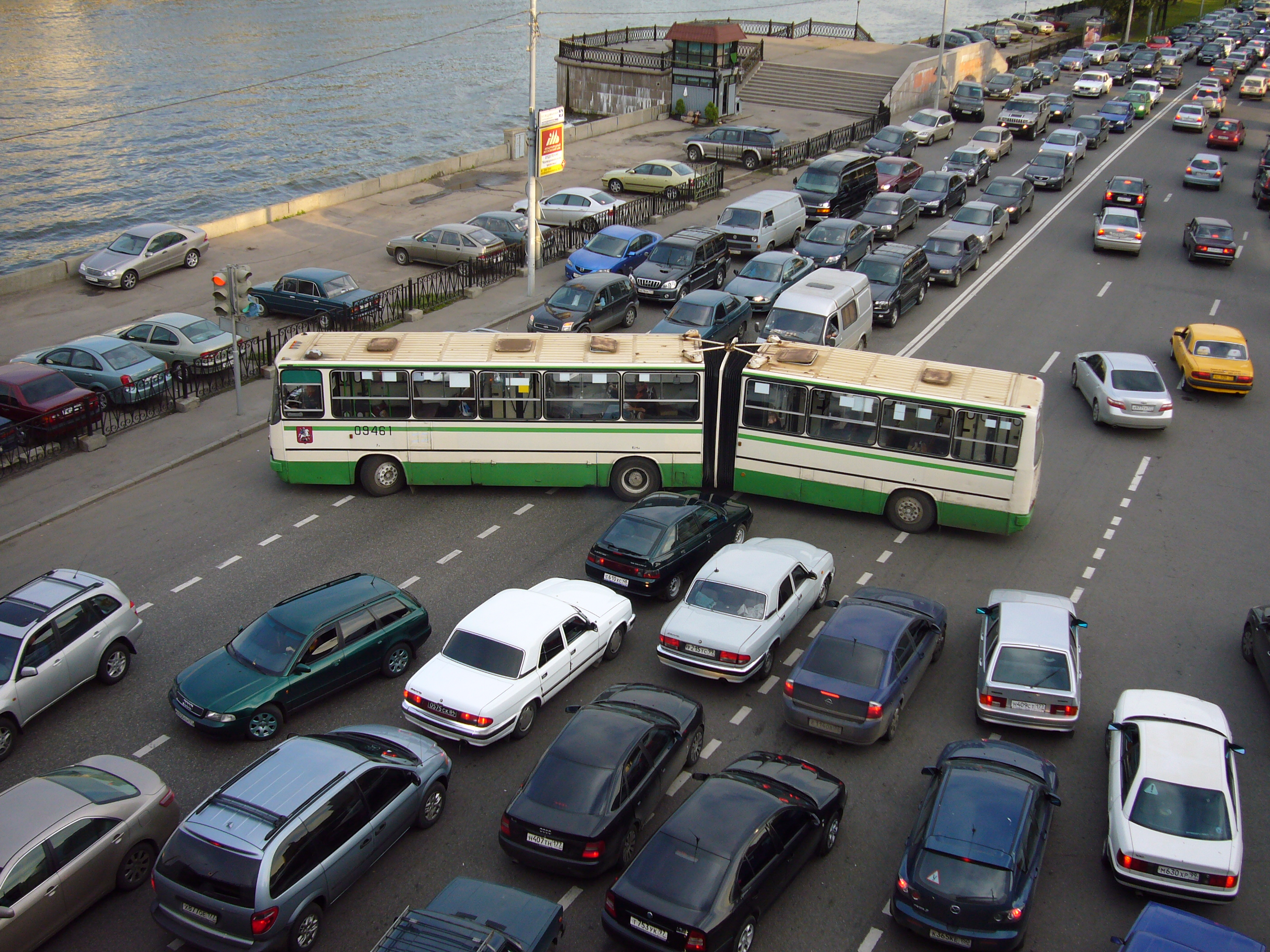 002 Essay Example Moscow Traffic Congestion Jpg On Road Accident Imposing Wikipedia Full