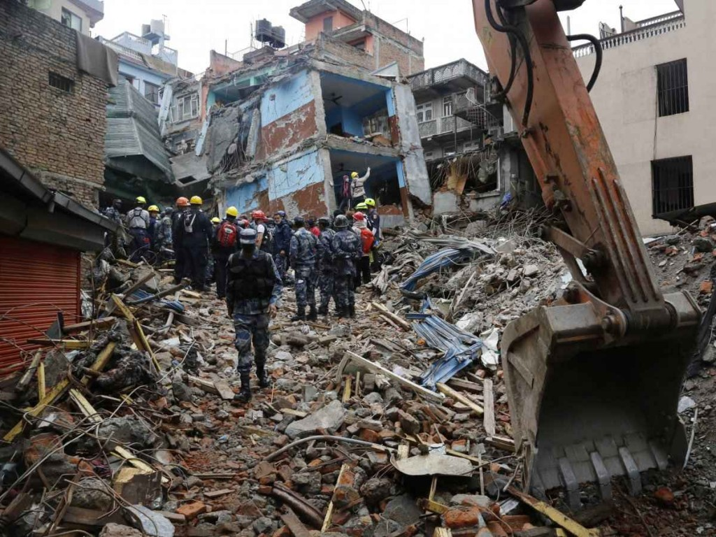 004 Essay Example On Earthquake Nepal Survivor Impressive Occurred In India During 2011-12 English Hindi Large