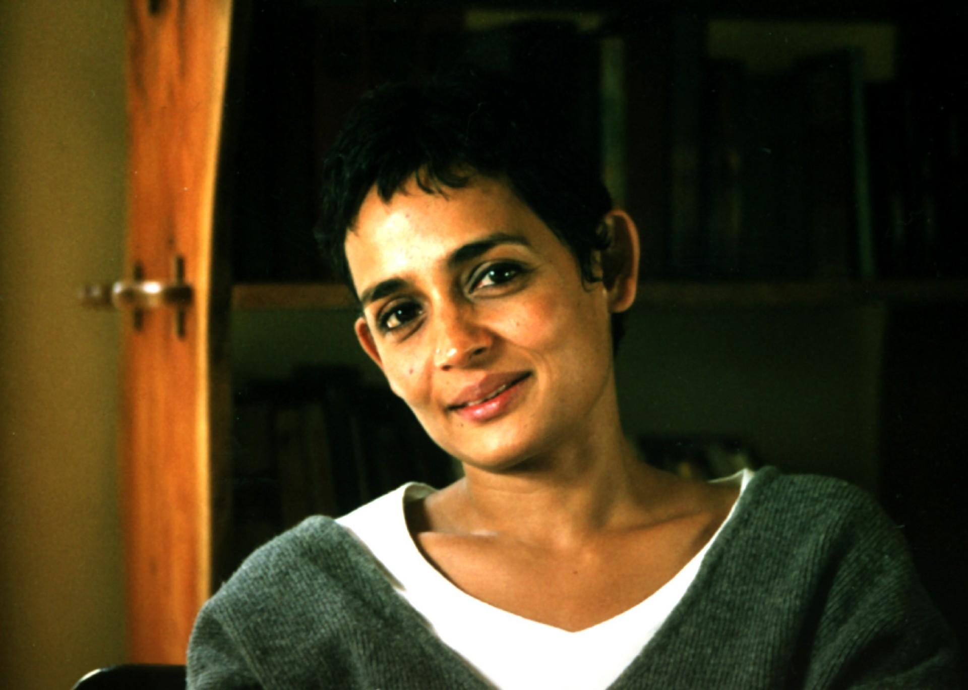 007 Arundhati1 Essay Example Essays By Sensational Arundhati Roy 1920