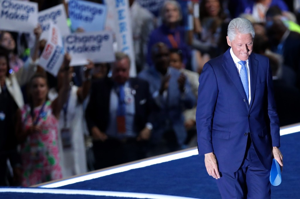 010 Essay Example The Wife Beater Former Us President Bill Clinton Walks Off Stage Stunning Summary Analysis Large