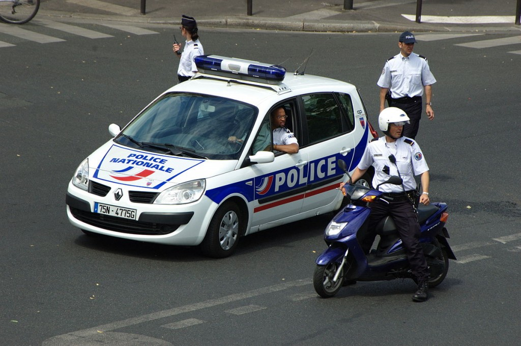 013 Essay Example 1200px Police Prc3a9parant L27arrivc3a9e D27une Manifestation Jpg Short On Outstanding Transportation My Favourite Means Of Transport Public Water Large